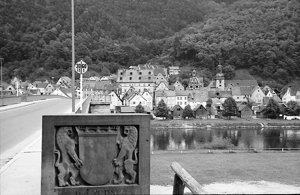 Freudenberg: Blick über den Main auf die Stadt, Bild 1