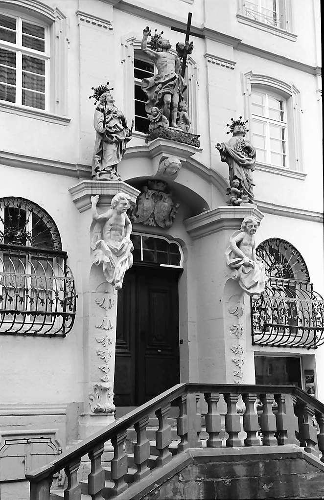 Tauberbischofsheim: Barockportal, Bild 1
