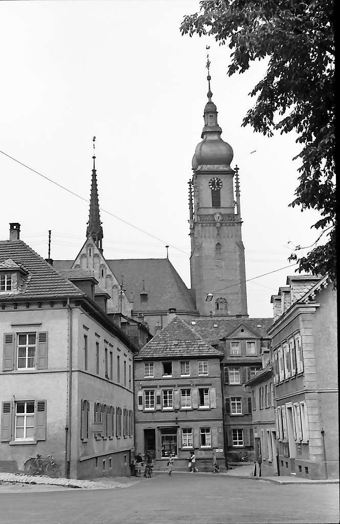 Tauberbischofsheim: Straße zum Schloss mit Blick auf die Kirche, Bild 1