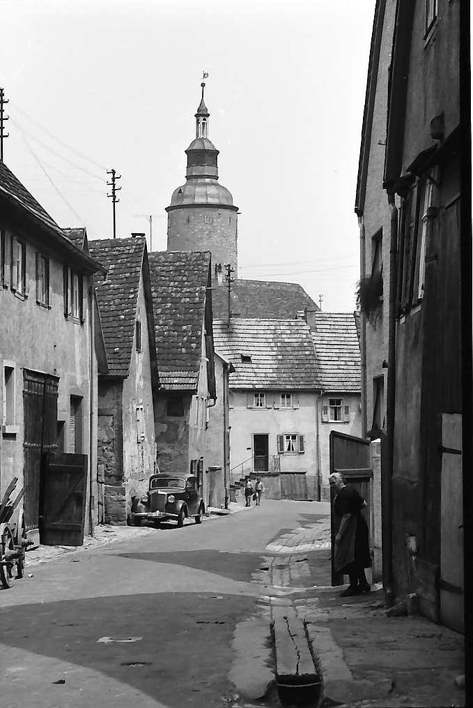 Tauberbischofsheim: Straße mit Blick zum Turm, Bild 1