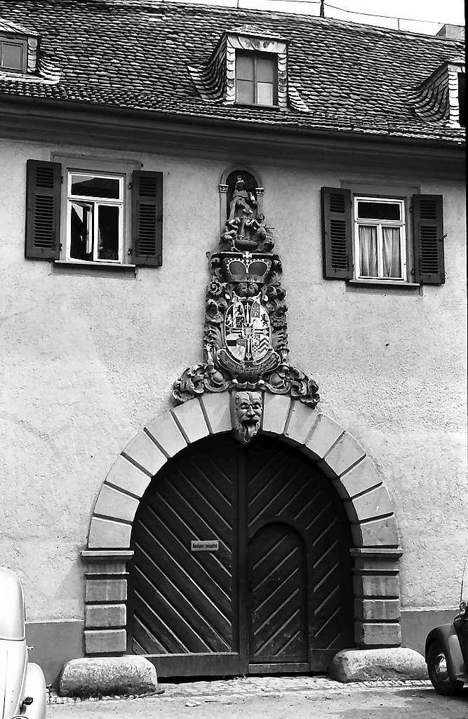 Bad Mergentheim: Tor am ehemaligen Kloster, Bild 1