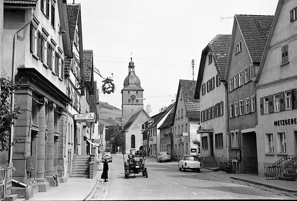 Dörzbach: Straße und Kirche, Bild 1