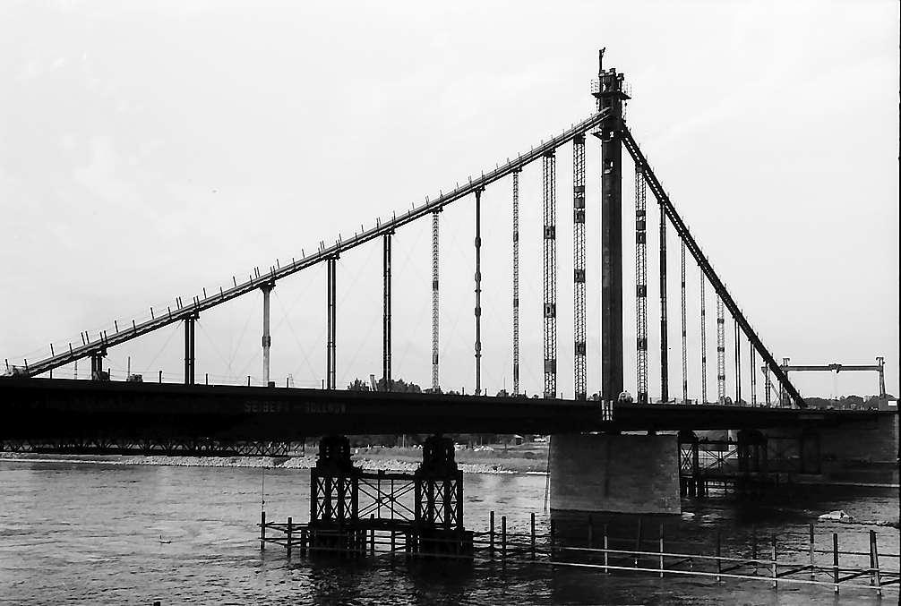 Karlsruhe-Maxau: Spannungsseil beim Bau der Hängebrücke über den Rhein, Bild 1