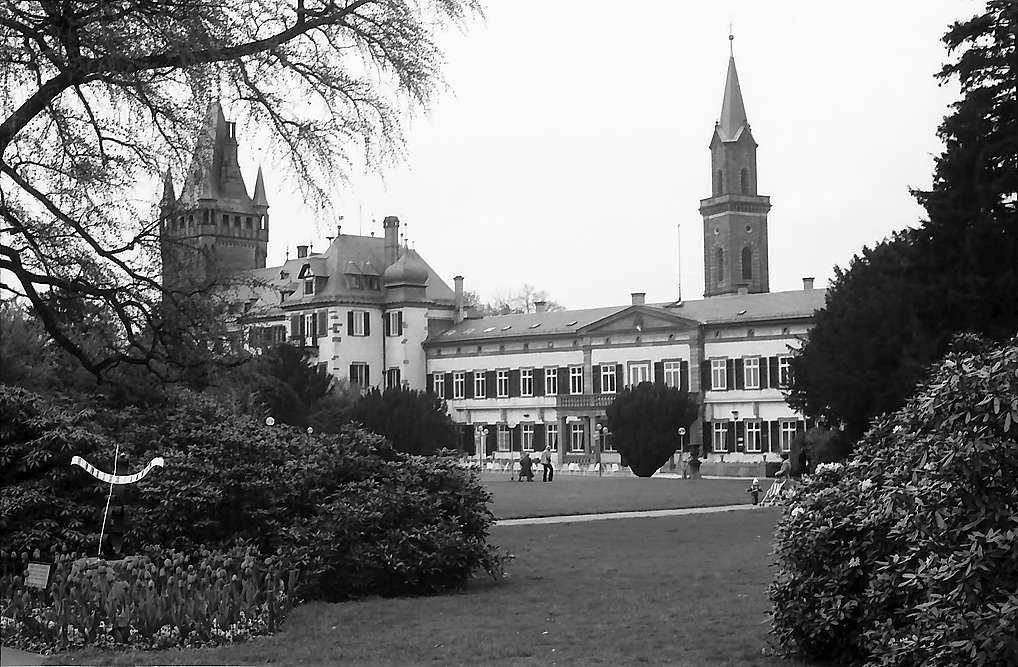 Weinheim: Schloss mit Turm und Tor, Bild 1