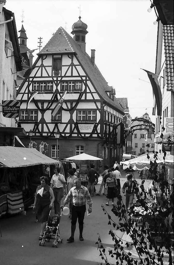 Walldürn: Hauptstraße mit Fachwerkhaus, Bild 1