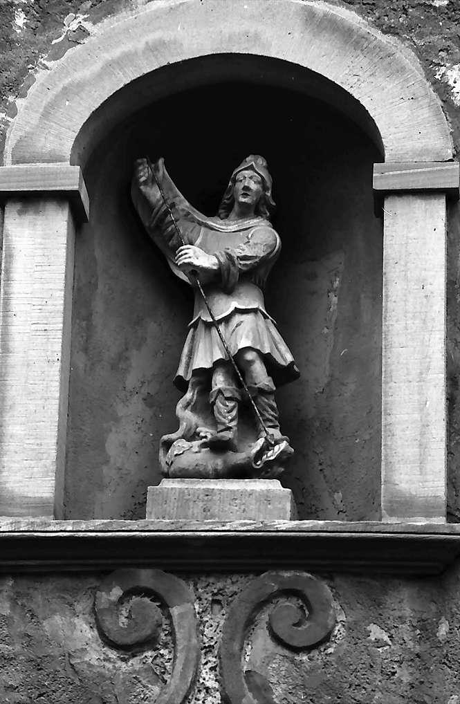Walldürn: Figur in einer Nische, Bild 1