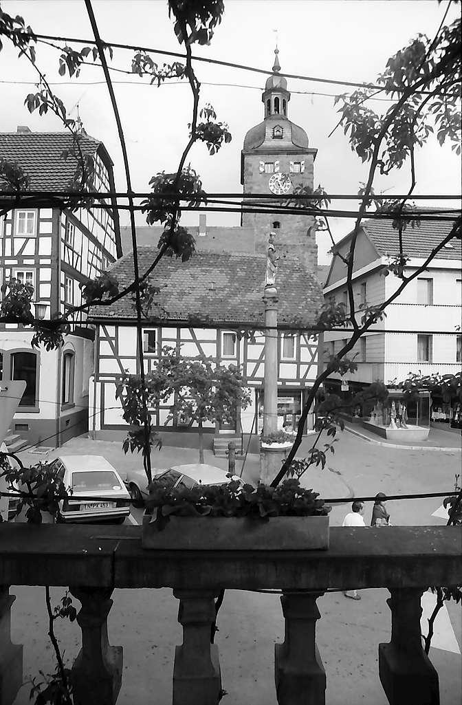 Buchen: Mariensäule und Turm, Bild 1