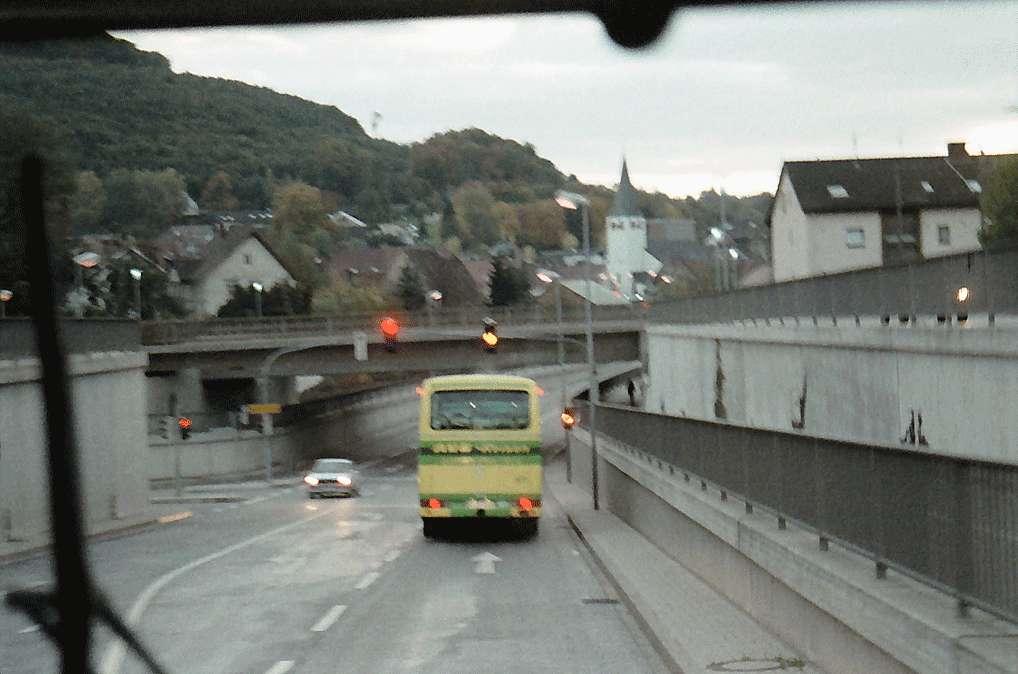 Berghausen: Ortsbild mit Bahnunterführung, Bild 1