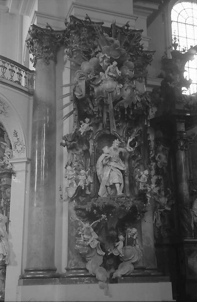 Zwiefalten: Figuren im Kloster, Bild 1