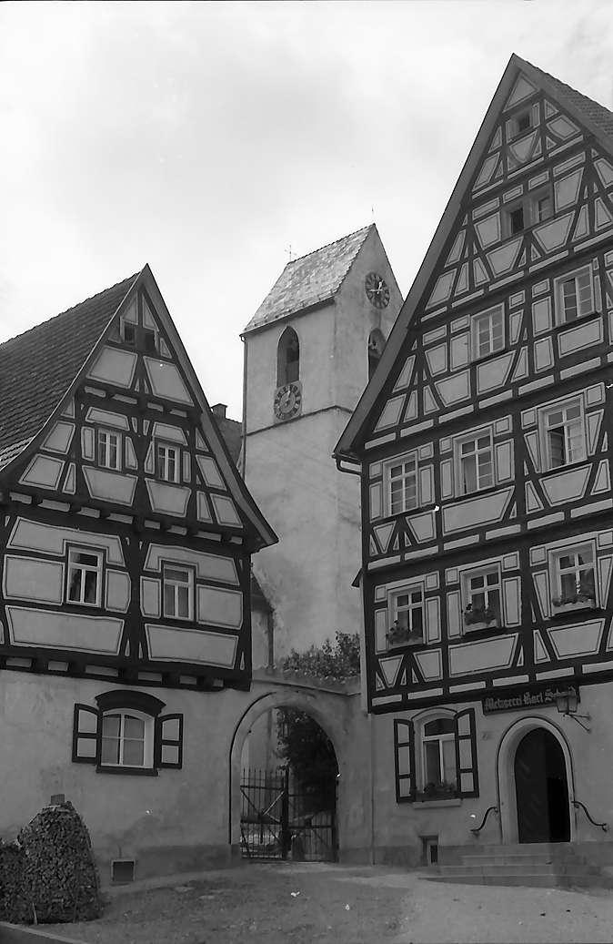 Trochtelfingen: Fachwerkhäuser und Kirchturm, Bild 1