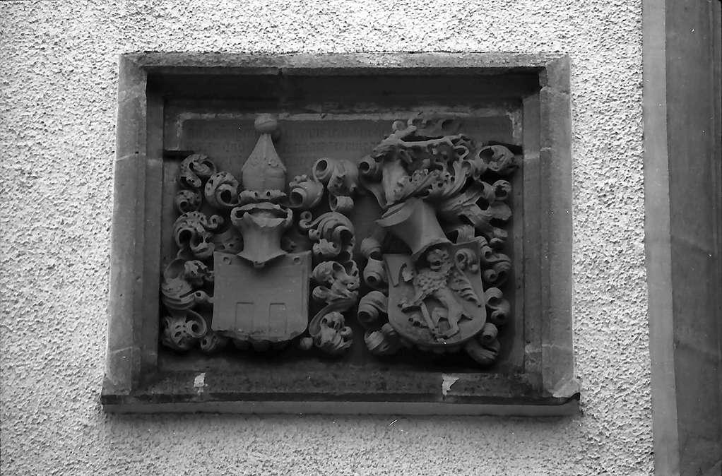 Trochtelfingen: Wappen an der Kirche, Bild 1