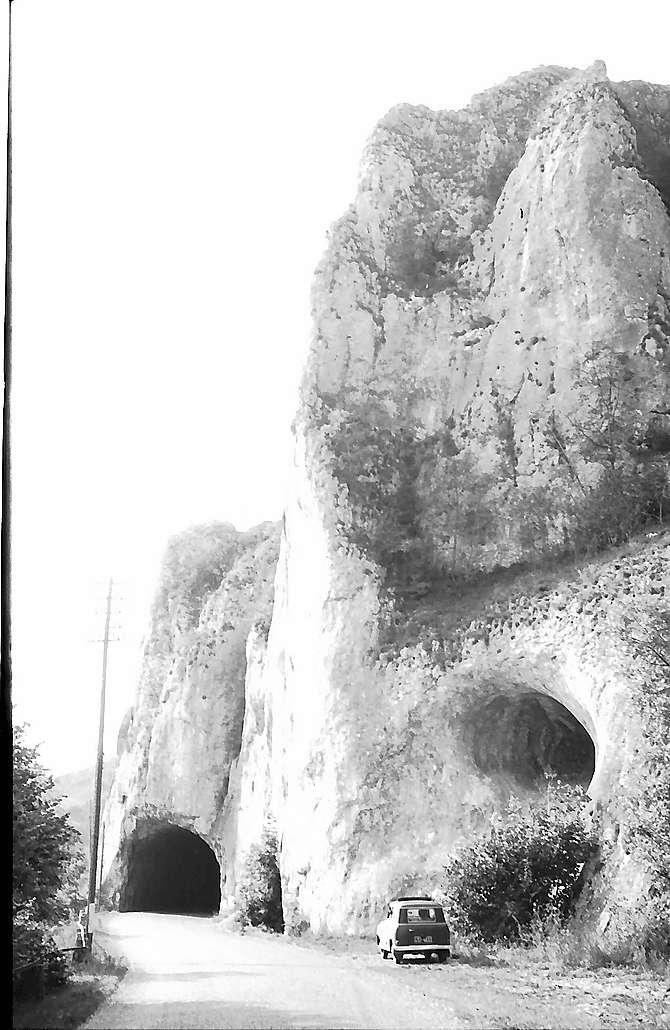 Laiz: Donautal, Felsformation und Tunnel, Bild 1