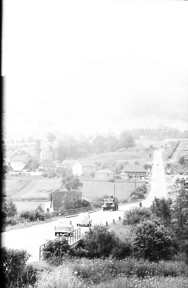 Hechingen: Burg Hohenzollern und Bundesstraße, Bild 1