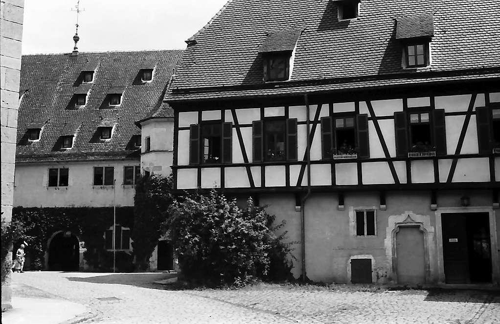 Tübingen-Bebenhausen: Hof des Schlosses, Bild 1