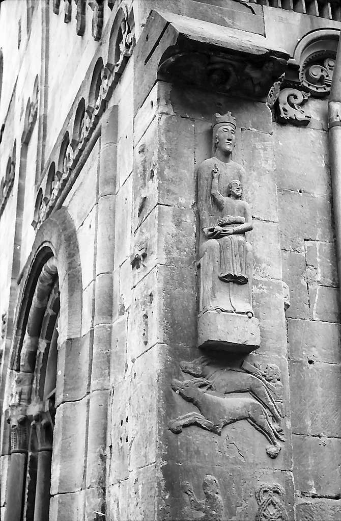 Schwäbisch Gmünd: Figur an der Ecke der Johanniskirche, Bild 1