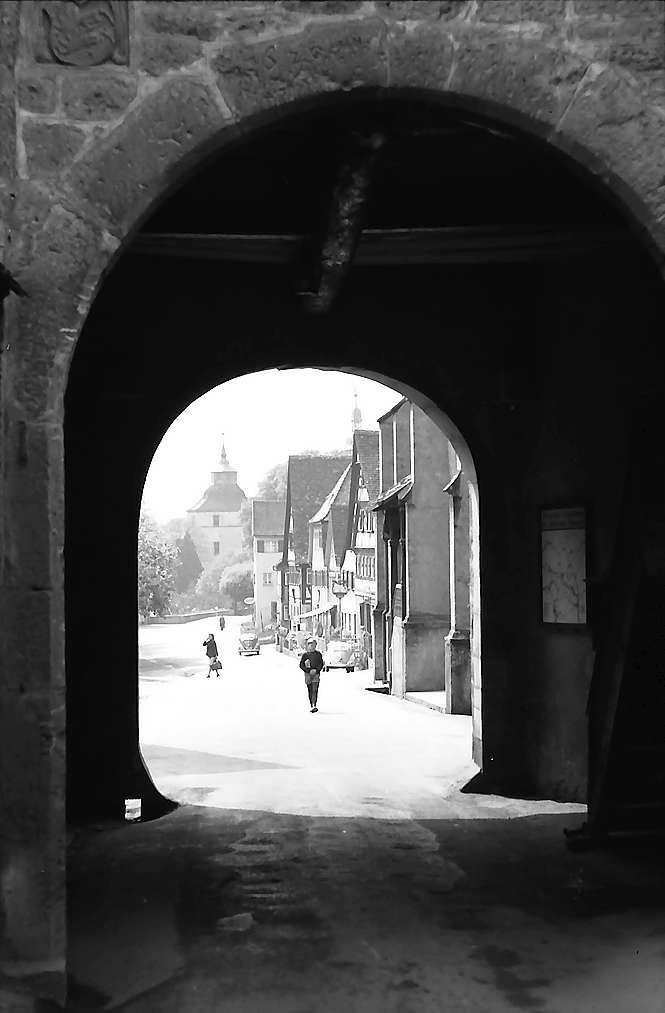 Langenburg: Durchblick durch das Stadttor, Bild 1