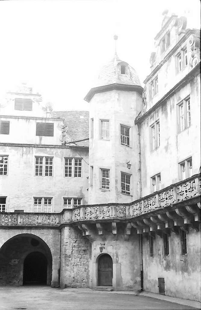 Langenburg: Turm im Hof des Schlosses, Bild 1