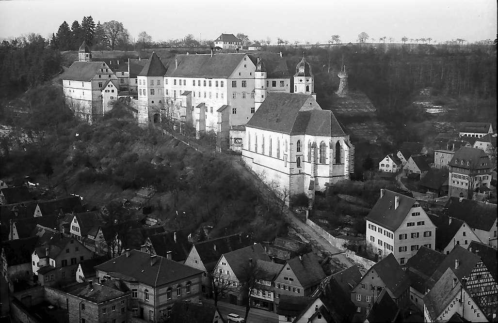 Haigerloch: Blick von oben auf die Stadt und das Schloss, Bild 1