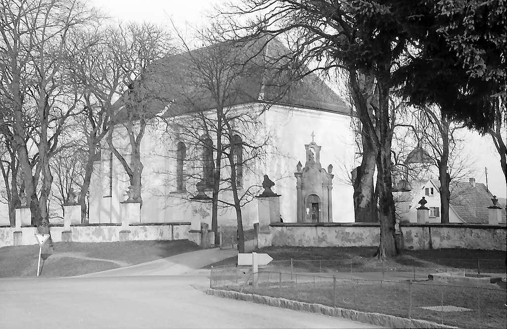 Haigerloch: Außenansicht der barocken St. Anna-Wallfahrtskirche, Bild 1