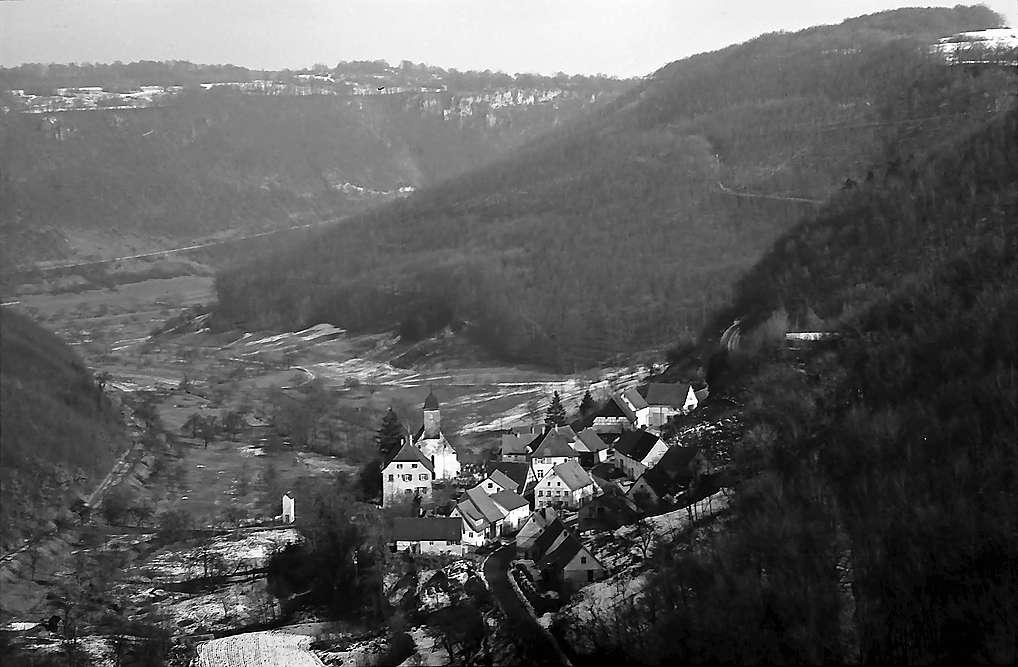 Drackenstein: Blick von oben auf den Ort, Bild 1