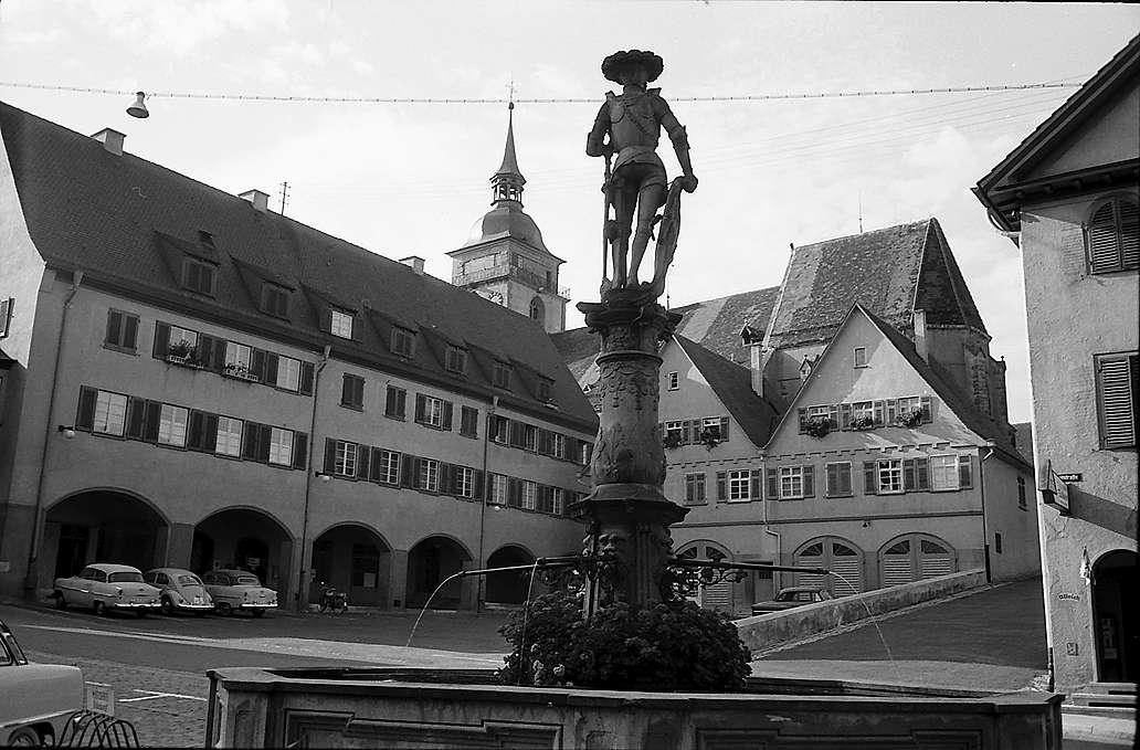 Bietigheim: Platz mit Brunnen, Bild 1