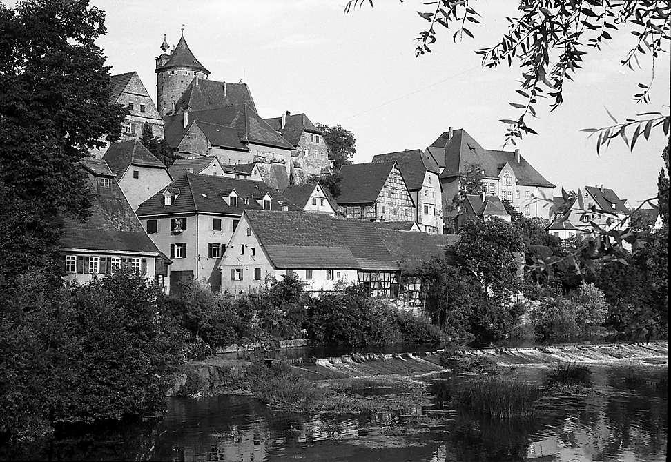 Besigheim: Blick über die Enz auf Stadtteil und Turm, Bild 1