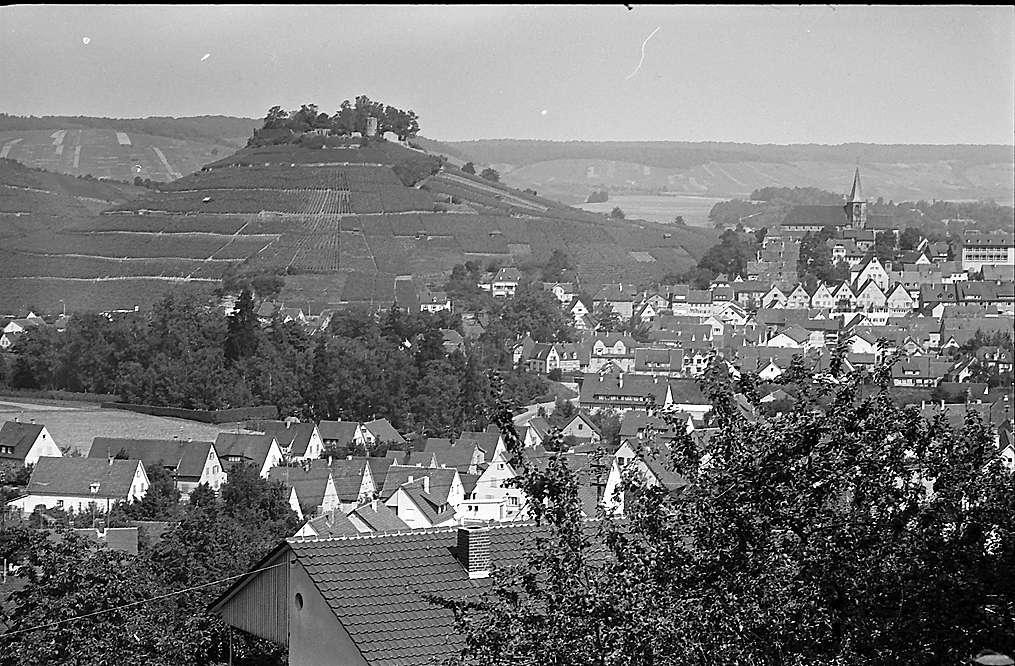 Weinsberg: Blick von der Höhe auf den Ort, Bild 1