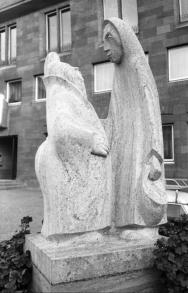 Crailsheim: Brunnenfigur vor dem Rathaus, Bild 1