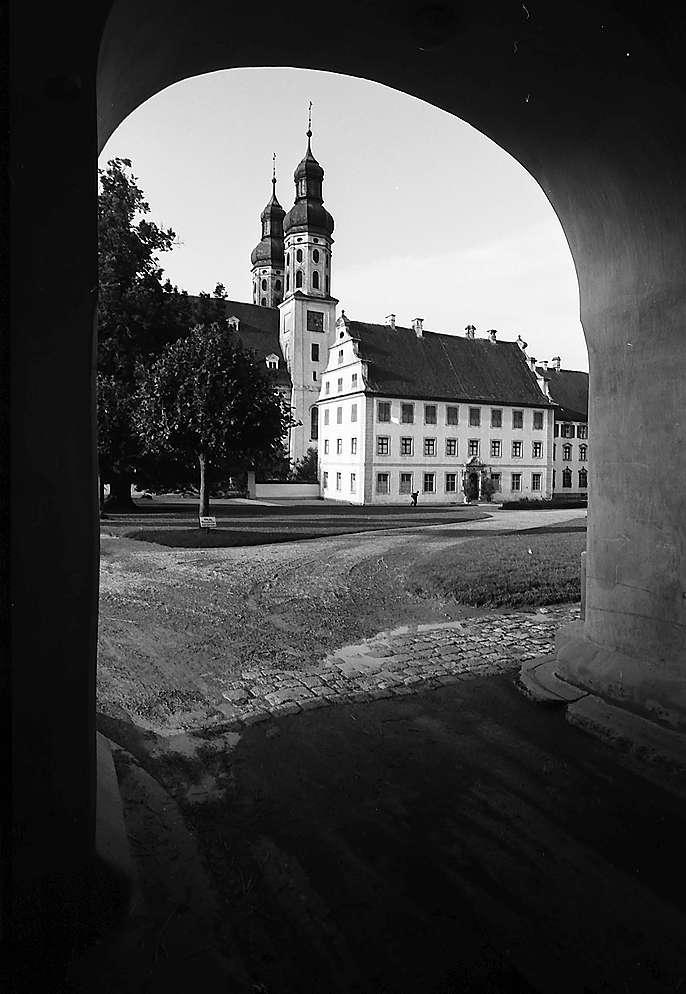 Obermarchtal: Schloss und Klosterkirche, Bild 1