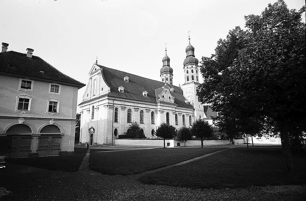 Obermarchtal: Außenansicht der Schlosskirche, Bild 1