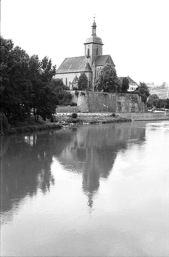 Lauffen: Neckar mit Regiswindiskirche von der Brücke, Bild 1