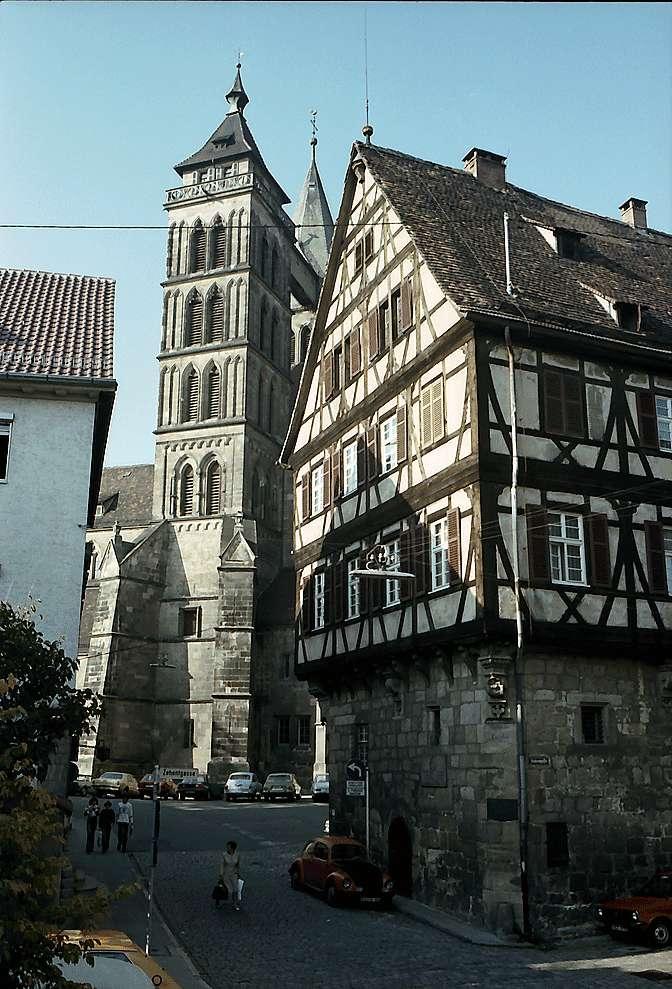 Esslingen: Altstadtstraße mit den Türmen der Stadtkirche, Bild 1