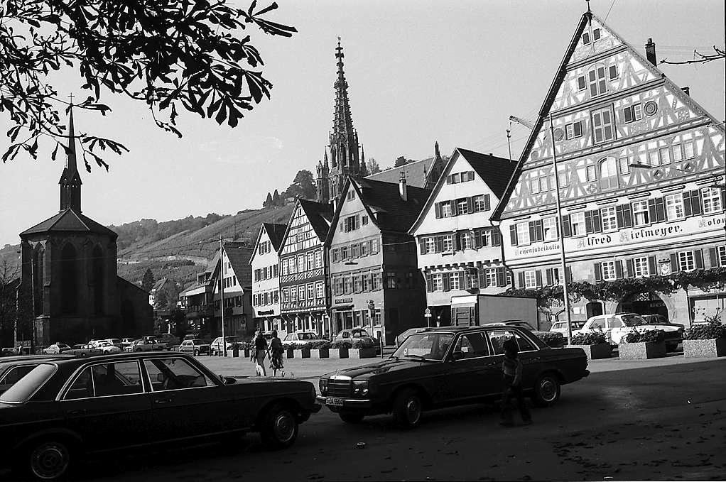 Esslingen: Marktplatz mit Türmen der gotischen Frauenkirche und Münster St. Paul, Bild 1