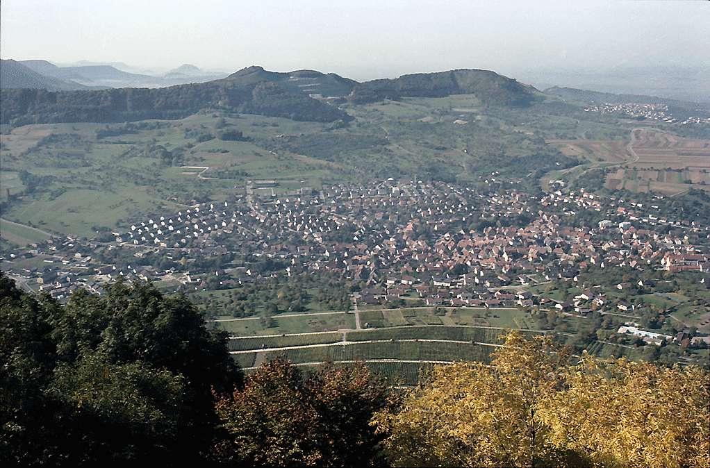 Neuffen: Albpanorama Richtung Westen und Stadt Neuffen, Bild 1
