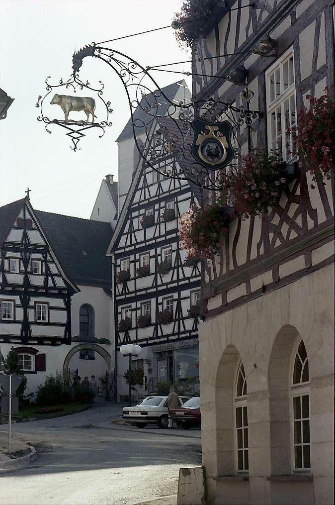 """Trochtelfingen: Wirtshausschild """"Ochsen"""" am Marktplatz, Bild 1"""