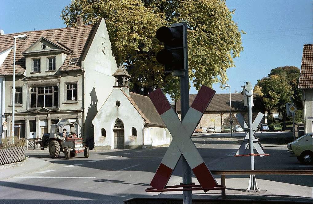 Trochtelfingen: Kleinbahnübergang im Ort, Bild 1