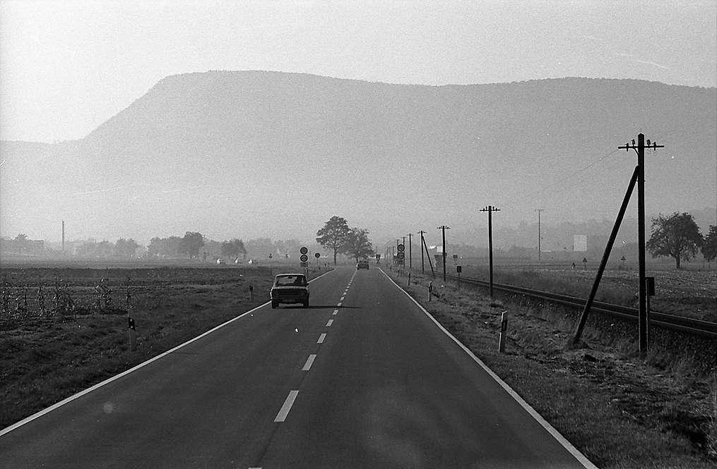 Owen: Straße mit Silhouette der Schwäbischen Alb, Bild 1