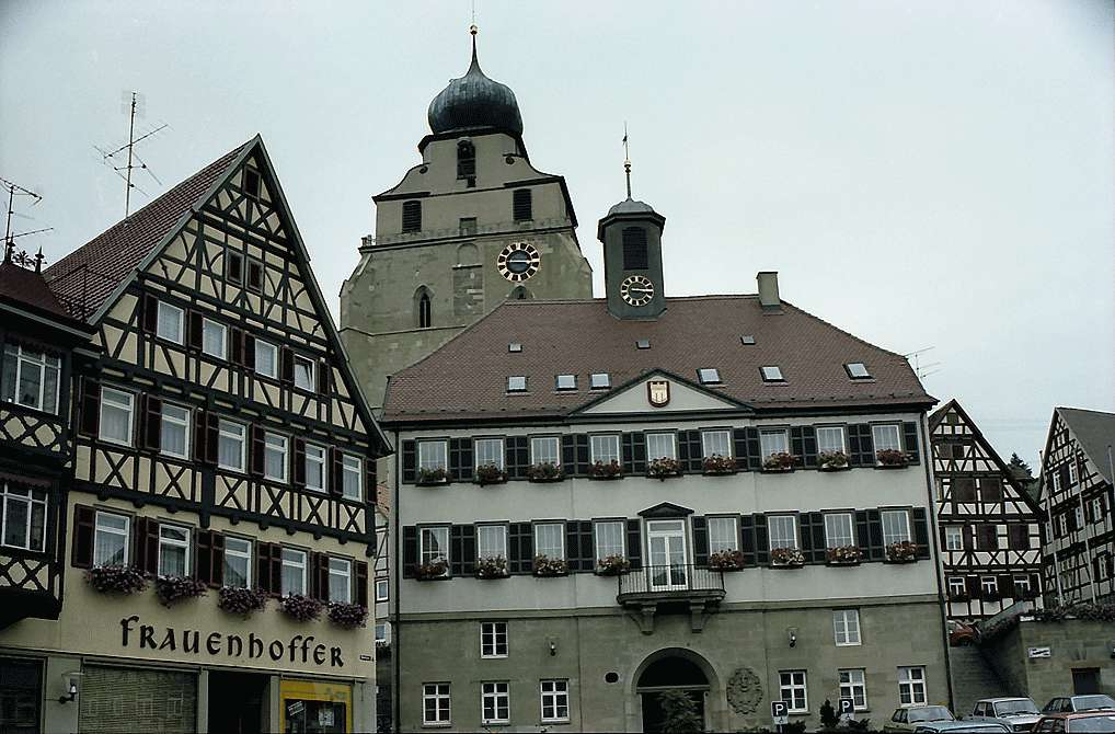 Herrenberg: Stiftskirche hinter Fachwerkhäusern, Bild 1