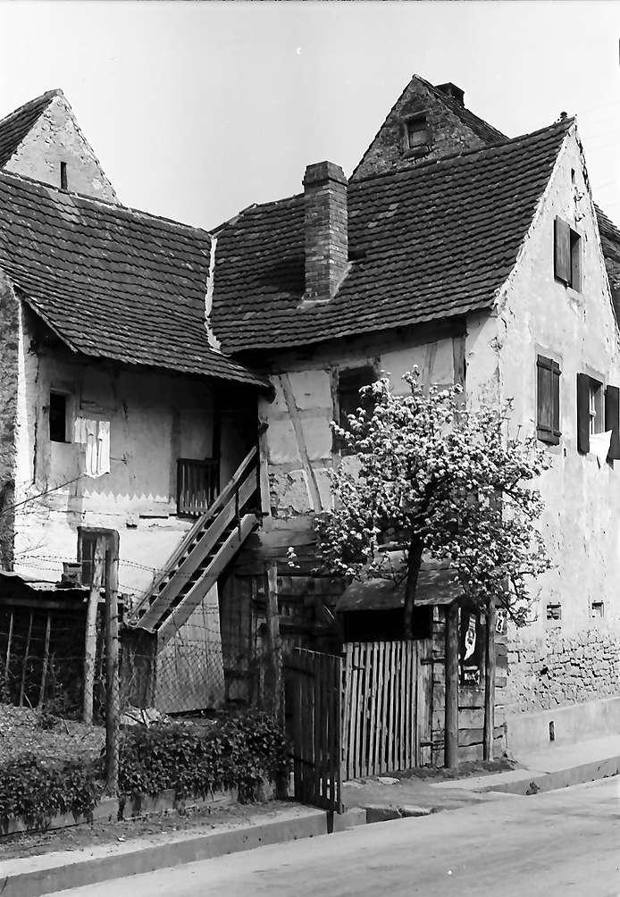 Opfingen: Haus mit blühendem Baum, Bild 1