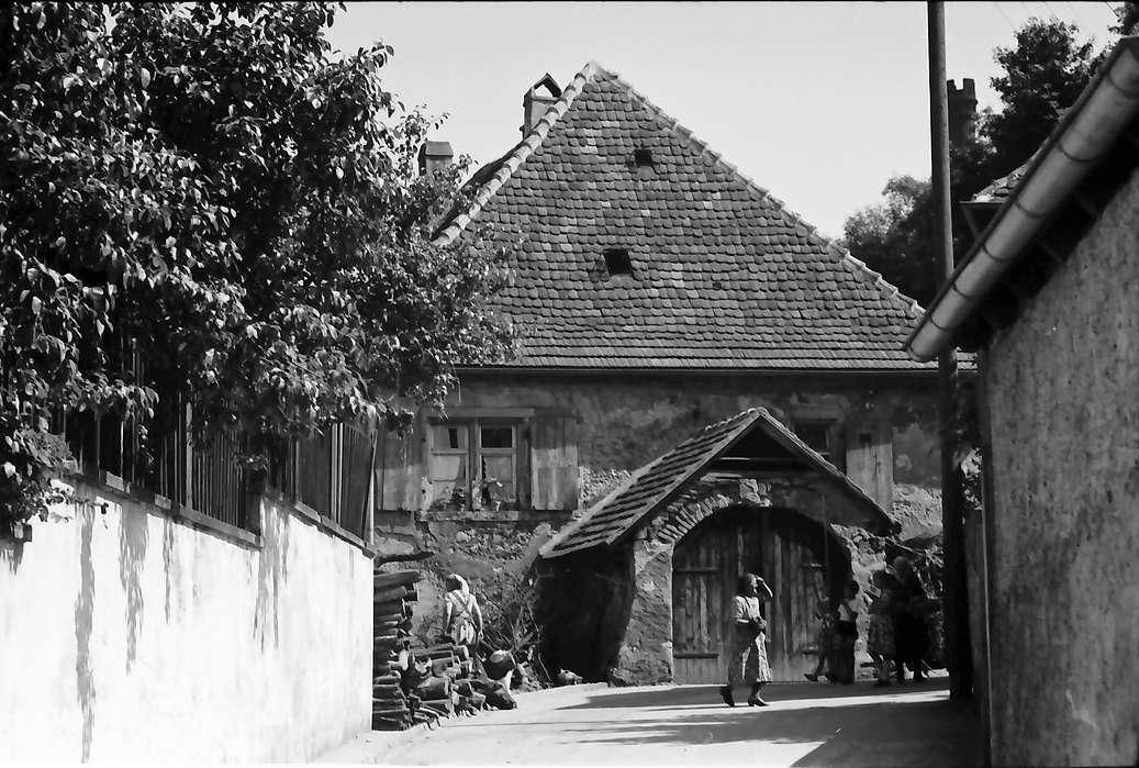 Riegel: Haus mit Bogen im Vorbau, Bild 1