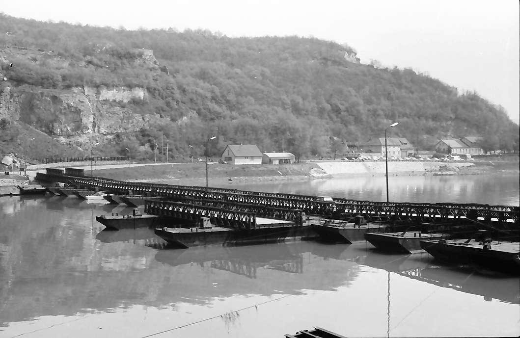 Sasbach: Pontonbrücke über den Rhein vom elssäsischen Ufer bei Sasbach, Bild 1