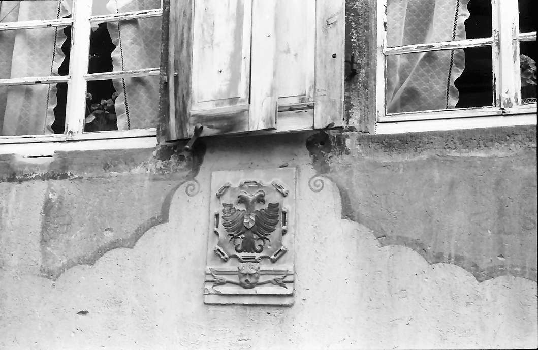 Burkheim: Doppeladler am Wirtshaus Adler, Bild 1