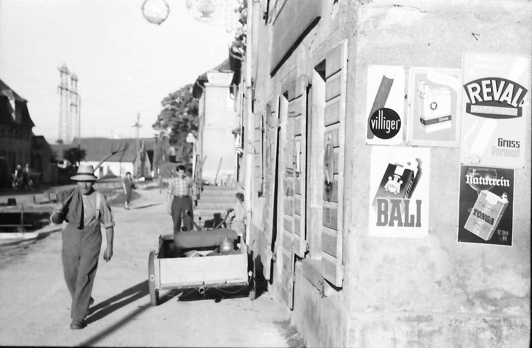 Eichstetten: Verunstaltende Reklameschilder am Laden, Bild 1