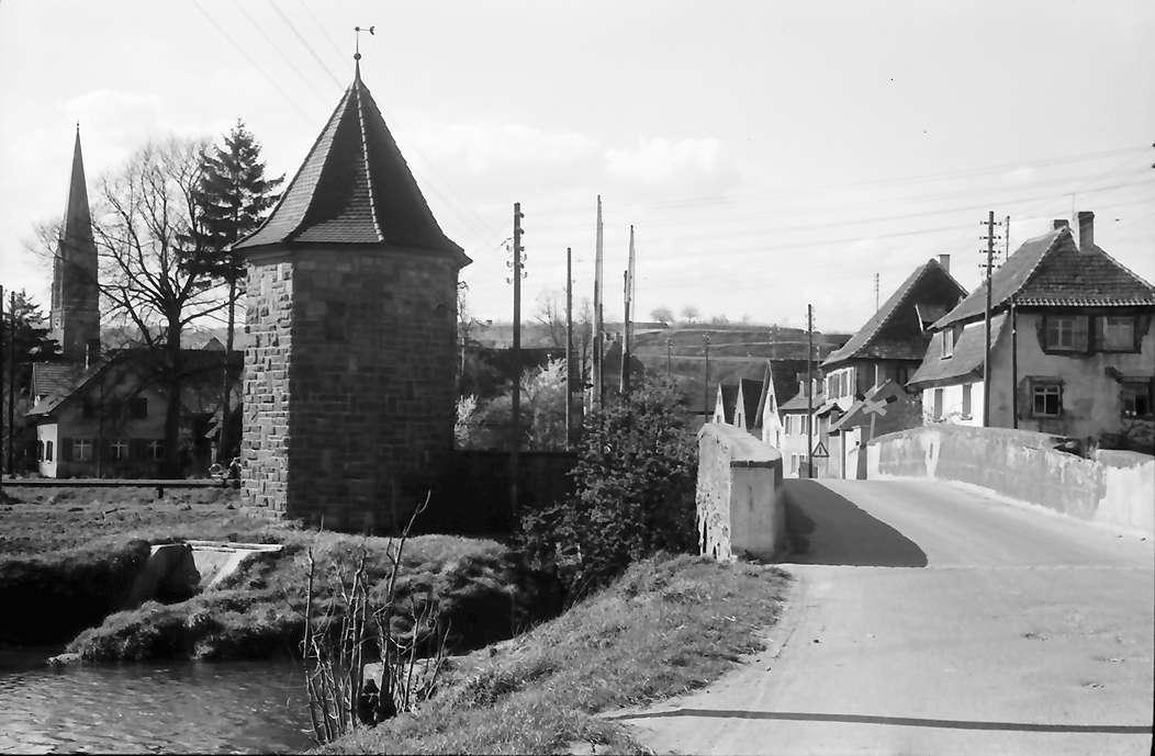 Eichstetten: Brücke, Turm und Kirchturm, Bild 1