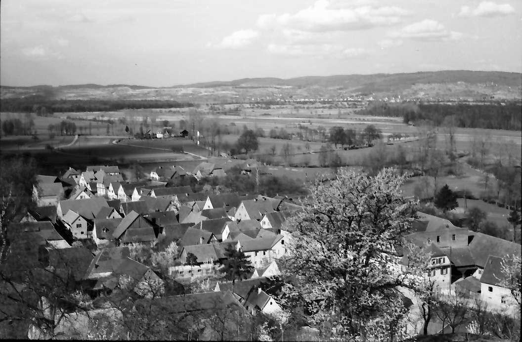 Nimburg: Blick von der Nimburg auf Dorf, Bild 1