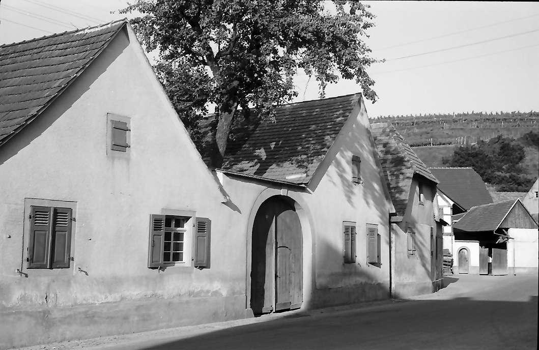 Jechtingen: Gasse und zweigiebliges Haus, Bild 1