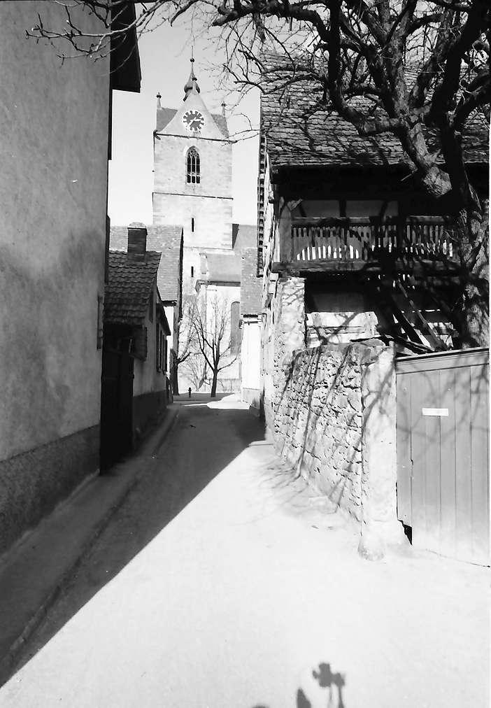 Endingen: Gasse mit Turm der Peterskirche, Bild 1