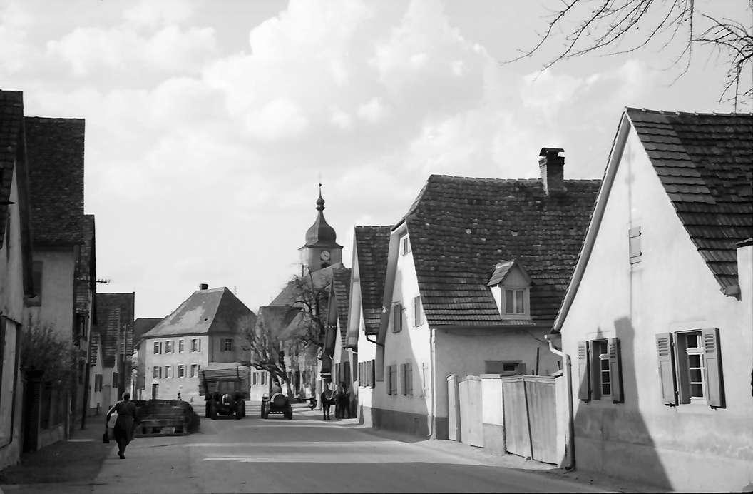 Jechtingen: Hauptstraße und Kirche, Bild 1