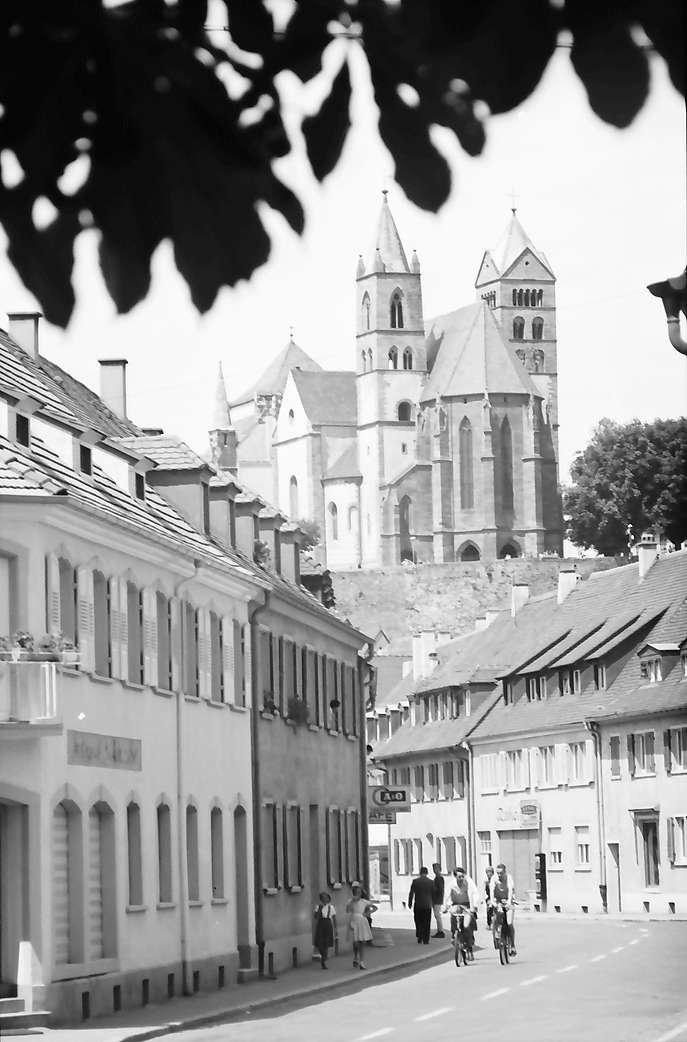 Breisach: Straße mit Münster, Bild 1