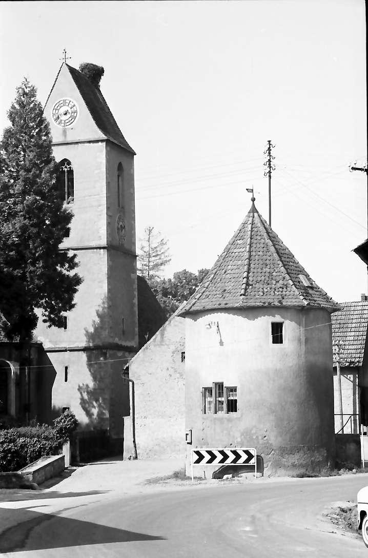 Munzingen: Runder Turm und Kirche, Bild 1